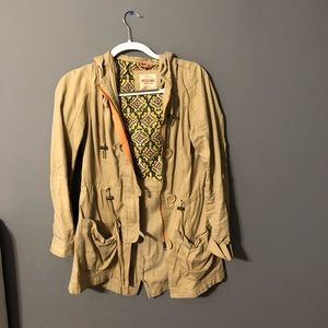 Khaki coat with buttons and zipper